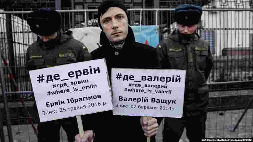 «Мы должны показать, что мы о них не забыли. Возможно, это последняя надежда родных, что постоянное напоминание о пропавших не позволит власти (крымской власти) просто делать вид, что ничего не произошло», –прокомментировал Рустем, крымско-татарский активист.