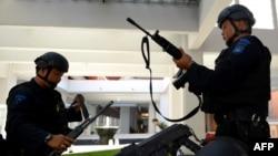 Сотрудники сил безопасности Индонезии. Иллюстративное фото.