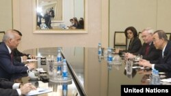БМТ Бош котиби Бан Ки Мун Ўзбекистонга 2010 йил апрелида сафар қилган ва президент Ислом Каримов билан учрашганди.