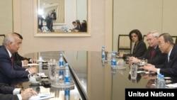 БҰҰ-ның бас хатшысы Пан Ги Мун Өзбекстан президенті Ислам Каримовпен кездесуде. Ташкент, 5 сәуір 2010 жыл.