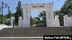 Intrarea în parcul Memorialului dedicat Asediului Sevastopolului (1854-1855)