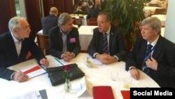 Архивска фотографија: Еврокомесарот Јоханес Хан и европратениците Иво Вајгл, Ричард Ховит и Едуард Кукан