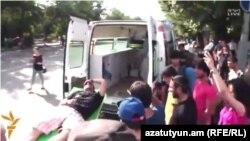 Арутюна Арутюняна забирають до лікарні, проспект Баграмяна, Єреван, 2 липня 2015