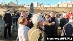 Феодосийцы у храма святого Георгия