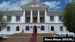 Здание Музея памяти жертв политических репрессий поселка Долинка. 31 мая 2016 года.