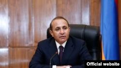Премьер-министр Армении Овик Абрамян во время заседания правительства (архив)