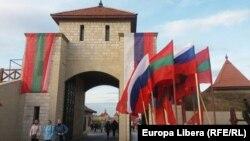 Steaguri ale Rusiei și așa-zisei republici transnistrene la Cetatea Bender/ Tighina. 3 noiembrie 2019