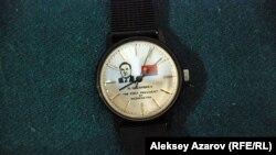 Часы Тохтара Аубакирова, подаренные Нурсултаном Назарбаевым. Центральный государственный музей в Алматы.