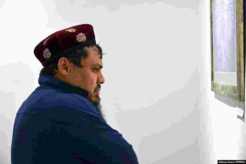 Молодой мужчина по имени Шакир впервые попал не только на «Ночь музеев», но и вообще в музей. Сказал, что ему было интересно посмотреть на историю. Алматы, 17 мая 2019 года.