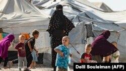 Жінки і діти в таборі «Аль-Хол», жовтень 2019 року
