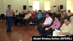 ناشطون في دهوك يناقشون مسودة ميثاق الشراكة والتنمية بين السلطات في اقليم كردستان والمنظمات غير الحكومية.