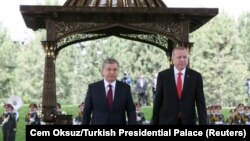 Өзбекстандын президенти Шавкат Мирзиёев менен Түркиянын лидери Режеп Тайип Эрдоган. 30-апрель, 2018-жыл.