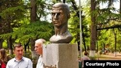 Церемония открытия памятника Герою Советского Союза Мелитону Кантария в Тбилиси прошла достаточно скромно. Фото автора