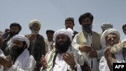 Пакистански исламисти се молат за Осама бин Ладен