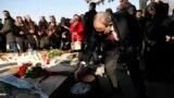 Նիկոլ Փաշինյանը հարգանքի տուրք է մատուցում Սիլվա Կապուտիկյանի հիշատակին