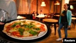 Пицца в московском ресторане. Уже без итальянского пармезана