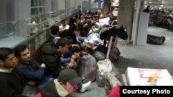 Застрявшие в аэропорту Пулково трудовые мигранты. Архивное фото