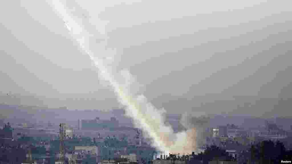 Palestina - Ispaljena raketa ka Izraelu, 15. novembar 2012. Foto: REUTERS / Amir Cohen