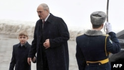 Аляксандар Лукашэнка разам з сынам Мікалаем