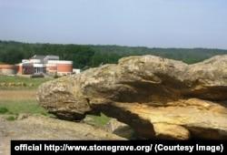 Камінь «Сплячий ангел» і Музей первісного мистецтва заповідника «Кам'яна Могила»