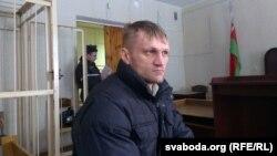 Сяргей Каваленка ў залі суду