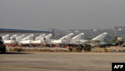 Російські військові літаки на авіабазі Хмеймім (архівне фото)