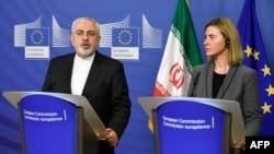 سخنگوی رئیس سیاست خارجی اتحادیه اروپا: فدریکا موگرینی در تماس دائم با محمد جواد ظریفدرباره تحولات ایرانو همچنین توافق اتمی است.