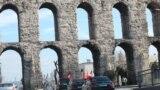 100гө жакын кыргызстандык тууну көтөрүп алып Стамбул шаарынын тарыхый аймактарын кыдырышты.