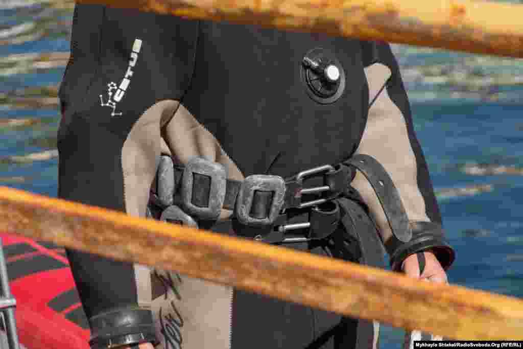 Обтяжувачі, які утримують водолаза під водою