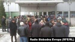 Синдикалци протестираат против одлуките на разрешениот претседател на ССМ, Живко Митревски во јануари, годинава.