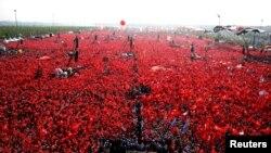Эрдўғон уюштирган Истанбул намойишига чиққанлар сони¸ расмийларга кўра¸ бир неча миллионни ташкил этади.