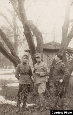 Ofițeri români în Germania (Sursa: Expoziția Marele Război, 1914-1918, Muzeul Național de Istorie a României)