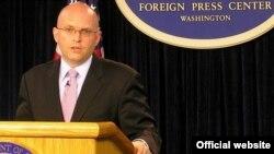 Aмериканскиот помошник-државен секретар Филип Рикер.