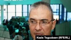 Бывший лидер Союза бездомных офицеров Даулет Жумабеков в кулуарах 6-го Алматинского форума НПО. Алматы, 6 октября 2010 года.
