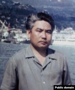 Кыргыз эл жазуучусу Сагындык Өмүрбаев (1930-1999).