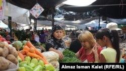 Ошский рынок, Бишкек, 15 июля 2011 года.
