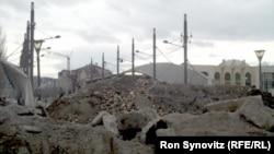 Самодельные пограничные баррикады, созданные косовскими сербами в Митровице
