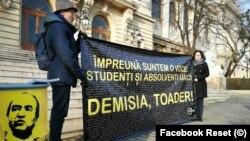 """Reset Iași a depus listele de semnături strânse împotriva rectorului Universității """"Alexandru Ioan Cuza"""", Tudorel Toader"""