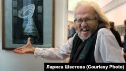 Николай Бахарев на выставке современной фотографии