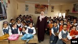 درس في إحدى المدارس العراقية للبنات