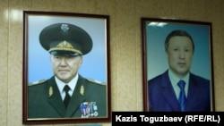 Портреты Верховного главнокомандующего Нурсултана Назарбаева и министра обороны Адильбека Джаксыбекова. Алматы, 13 сентября 2012 года.