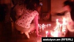 Հայաստան -- Մոմավառություն «Հարսնաքար»-ի առջեւ, Երեւան, 30-ը հունիսի, 2012թ․