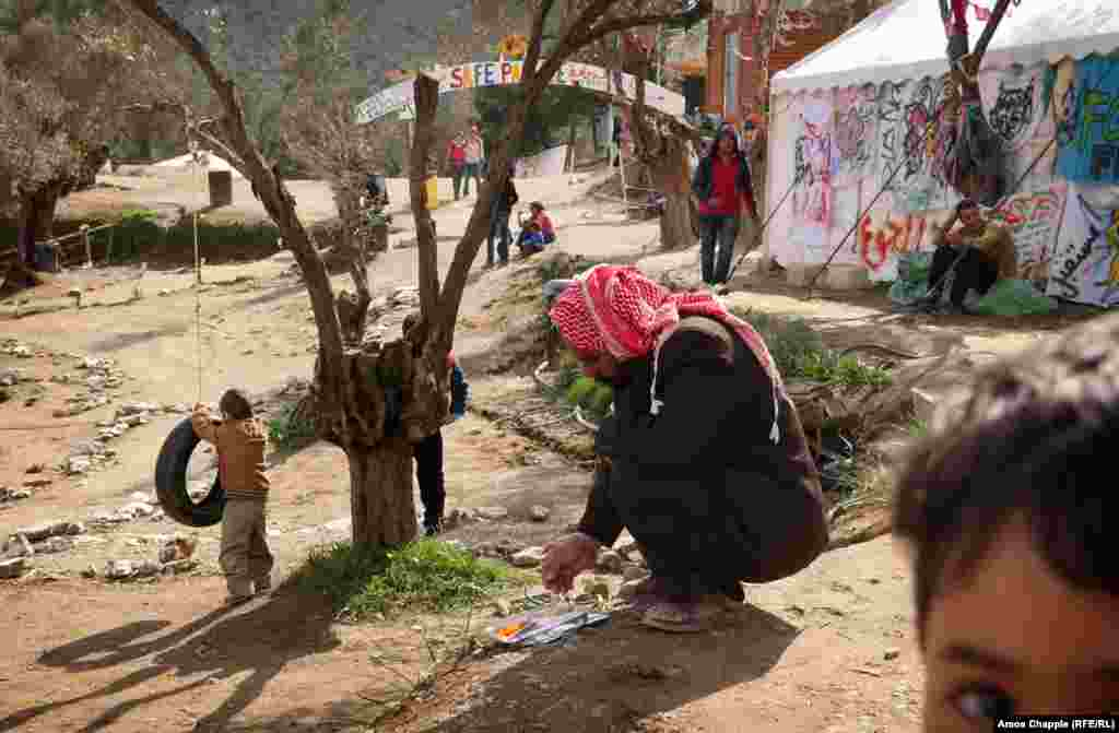 Migrants in the camp are fed three times a day by a large contingent of volunteers. With itshippycolorscheme and messages of peaceandlove, the camp reflects the music-festival background of its organizers.