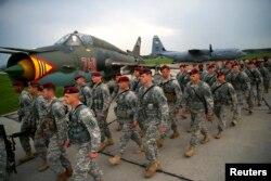 Американські десантники відправляються на військові навчання в Польщу, квітень 2014 року