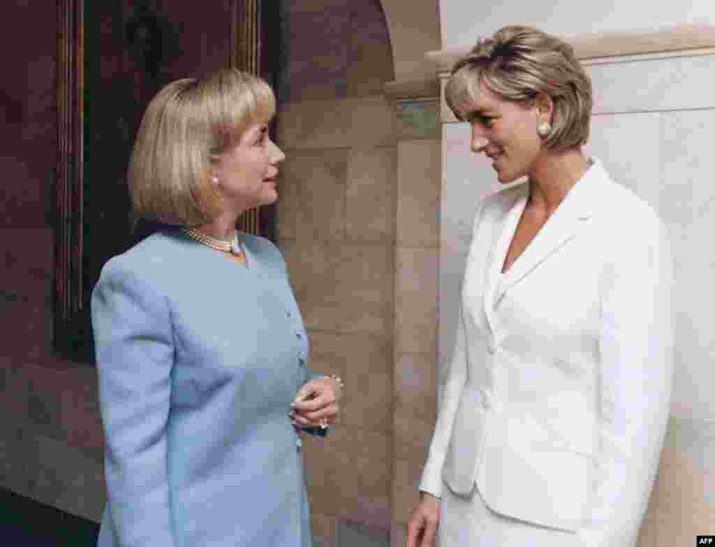 Зустріч Гілларі Клінтон з принцесою Діаною у Вашингтоні у 1997 році.