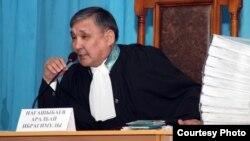 Жаңаөзен оқиғасы бойынша сотты жүргізіп жатқан судья Аралбай Нағашыбаев. Ақтау, 27 наурыз 2012 жыл.