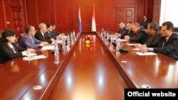Таджикско-российские межмидовские политические консультации в Душанбе