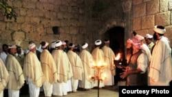 رجال دين ايزديون يحتفلون بالعيد