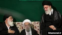احمد علمالهدا و احمد جنتی در یکی از مراسمهای سوگواری در دفتر آیتالله خامنهای در بهار ۹۰