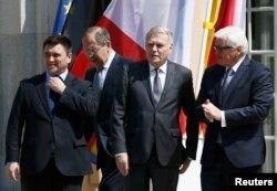 Министры иностранных дел Украины, России, Франции и Германии на переговорах в Берлине 19 октября